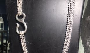 Prestigieux Sautoir Guiot De Bourg, chaine boules quatre rang, motif crochet, argent 925 massif.