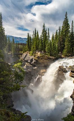 Le pouvoir de l'eau sculptant les rochers!