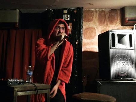 Tomasi, le rappeur en peignoir d'intérieur