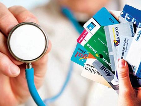 Quem está subordinada às normas e à fiscalização da Agência Nacional de Saúde?