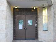 דלת ביתו של הרב ברחוב דוד ילין בירושלים