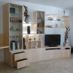 Agencement salon Tv - sycomore - tiroirs- éclairag led- niches- Vitrines