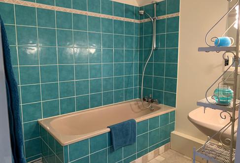 parc-de-lesseps-Aphrodite-suite-familiale-salle-de-bain