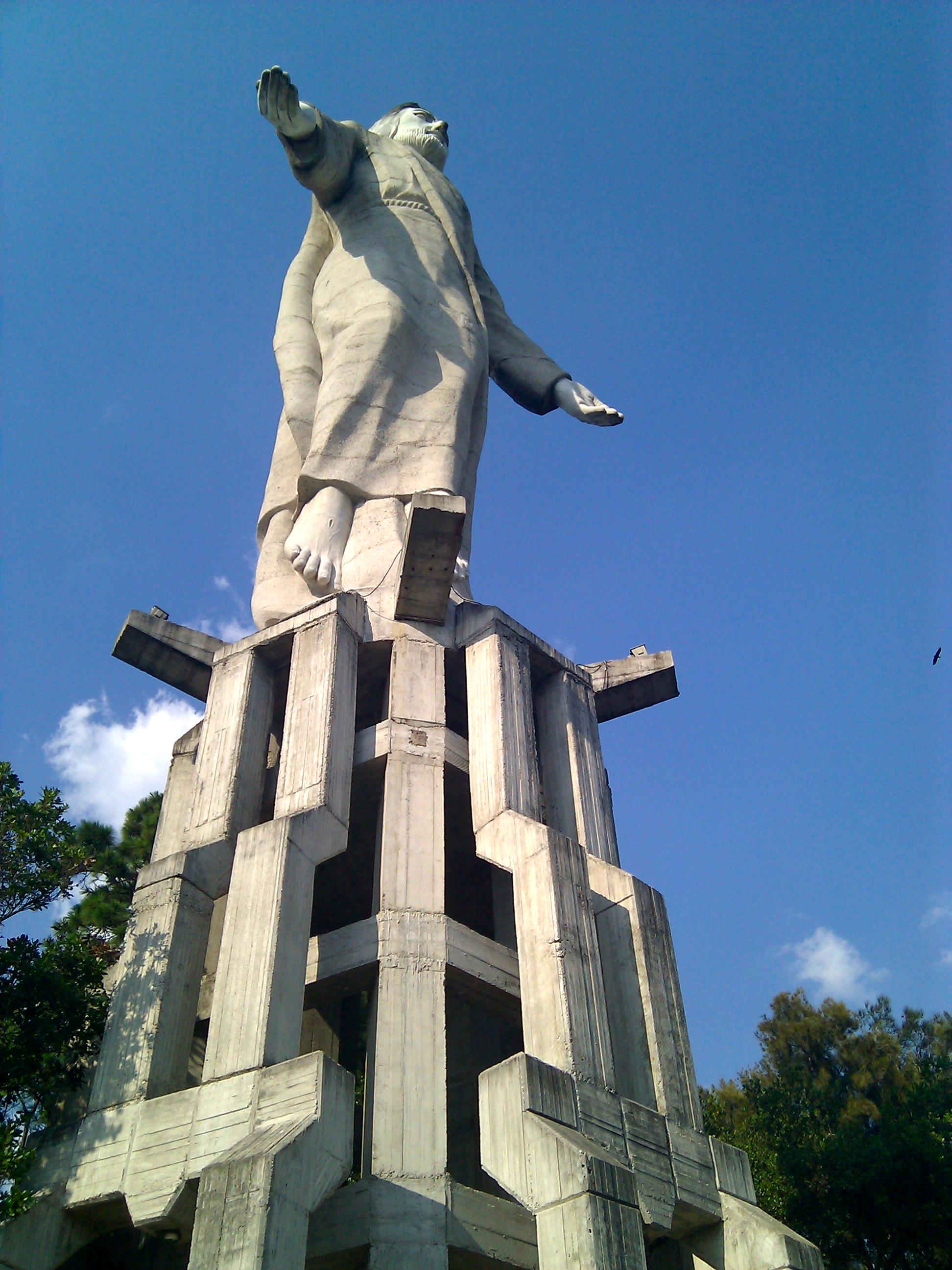 Tegucigalpa statue