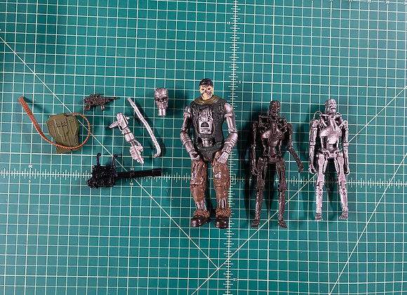 Terminator Salvation T800 x2 and T600 with accessories