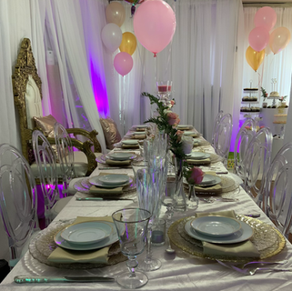 Table decor with floral arrangements