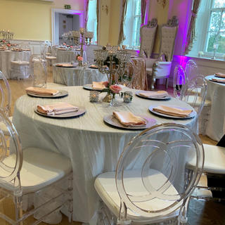 White crinkled tablecloths and blush Lamour napkins