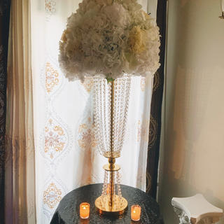 Chandelier gold floral stand. Can be used without flowers
