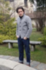 Hergestellt in der Schweiz Swiss-Made Schweizer Ticinesi Mode Fashion Strickwaren eigene Design Cardigan Blaser Pullover Tops Twinset Weste Mantel Morgenmantel Nachthemd Premaman Mutterschaft Hemd Rock Kleid Beinstulpen Armstulpen Ärmel Hose Kopfband Mütze Schal Kapuze Kaschmire Merinowolle Leinen Seide Baumwolle biologische ökologische natürlich Farben Pigmente Pflanzen Indigo Krapp Koschenille Kurkuma Blauholz bioabbaubar Sonne Feuer Wasser Erde Luft Elementen Energie Berge elegant weich bequem geschriebene Name Phrase Poesie frisch warm Reißverschluss Knöpfe Perlmutter Knopflöcher handgefertigt Sport maßgeschneidert Frauen Männer Vintage Hand Art
