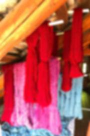Fabriqué en Suisse suisse tessinois tricots tricoté habits-en-tricot jersey vêtements fashion uniques design modèle personnel twinset cardigan blaser veste veston gilet cache-cœur pullover jaquette chemise chemisier blouse t-shirt top débardeur jupe col bonnet robe grossesse pré-maman manchon manche jambière pantalons bandeau capuchon châle écharpe chemise-de-nuit peignoir robe-de-chambre cachemire laine mérinos lin soie coton mode éthique biologique environnement écologique biodégradable couleurs naturelles pigments teinture indigo garance curcuma campêche cochenille plantes soleil montagnes feu eau terre air amour éléments luxueux beauté énergie doux élégant écrit phrase poème fermeture-éclair boutons frais chaud nacre finitions main sports sur-mesure femmes hommes vintage art confortable
