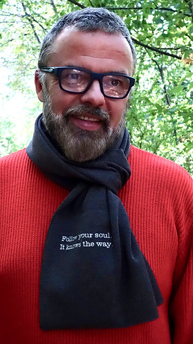 Mod.109C.SCARF with pocket and poetry in 100% CASHMERE.