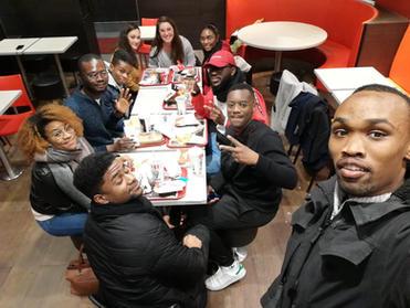 Le groupe de jeunesse à KFC Mâcon