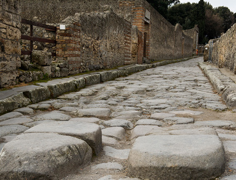 3 Smart Reasons to Choose Pavers Over Concrete When Hardscaping