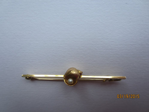 Stock pin with shell and pearl