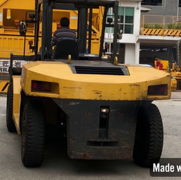 16 Ton Forklift Moving off