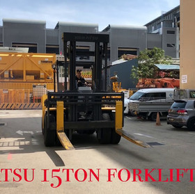 15Ton Forklift on the move