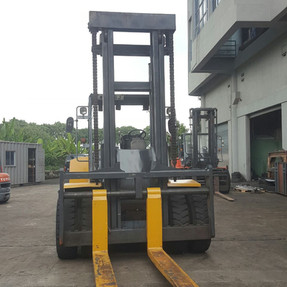 16 Ton Komatsu Forklift
