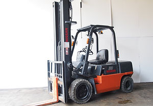 nissan 3 ton used fork lift for sales