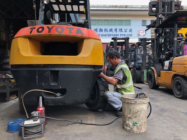 fork lift tyres and servicing in singapore
