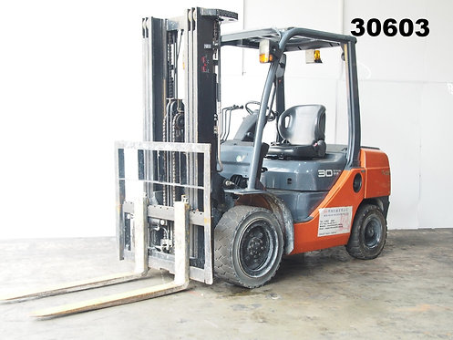 Orange 3 ton Toyota Forklift 8FD30 side view
