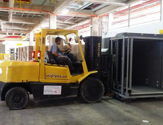 forklift driver driving hyster 5 ton forklift