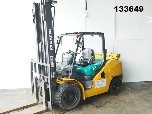 yellow and green komatsu forklift 5 ton high mast side view