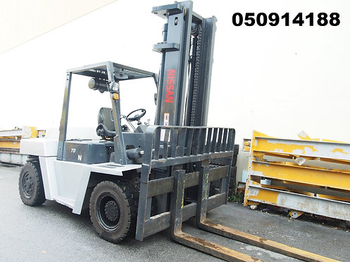 silver and grey hangcha 7 ton forklift front view