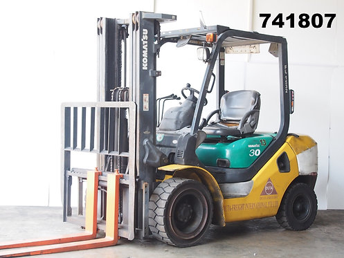 Komatsu FD25-16, 3.0 ton forklift, container mast, side view