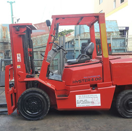 Red Hyster 4ton with triplex mast