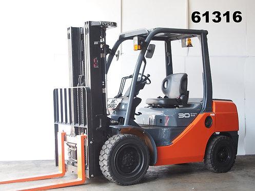 Orange 3 ton Toyota Forklift 8FD30 side view