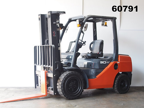 Orange 3 ton Toyota Forklift 8FD30 front view