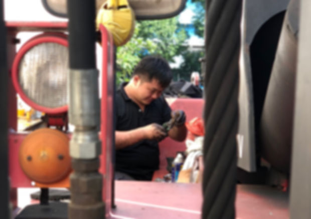 mechanic repairing nissan forklift in singapor