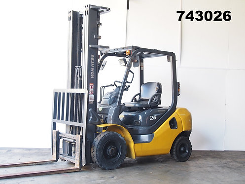 Komatsu FD25-16, 2.5 ton forklift, yellow and black, high mast, side view