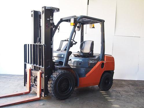 Orange 3 ton Toyota Forklift 8FD30 front view