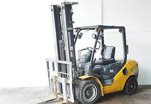 2nd hand komatsu 3 ton fork lift to sell in singapore