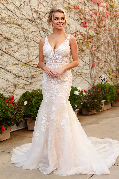 CLASSICAL PLUNGING NECKLINE COMPELETLY LACED MERMAID GOWN
