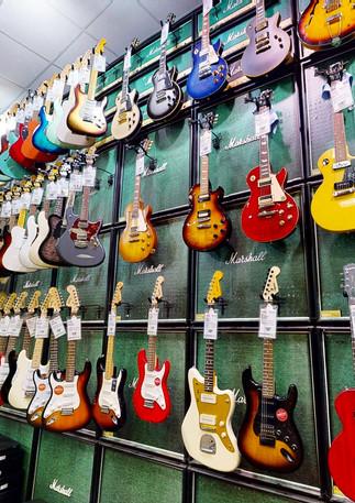 Guitar-Center-763-07042020_065448.jpg