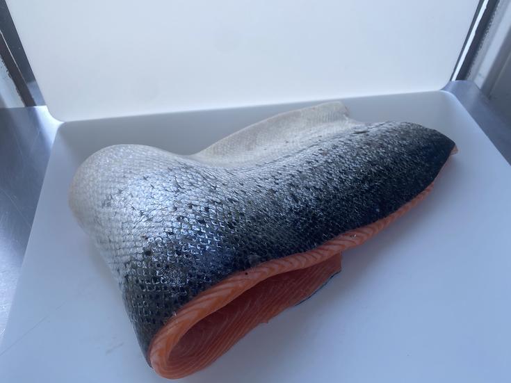 378. Filet de saumon frais d'élevage de Norvège avec peau - 19,90€/kg