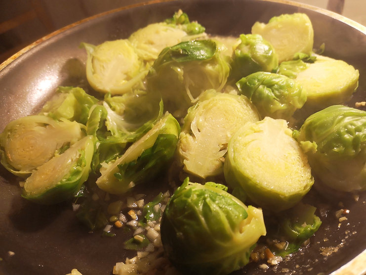 Choux de Bruxelles in buttered garlic