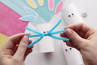 Make-Pipe-Cleaner-Nose-for-Paper-Roll-Bu