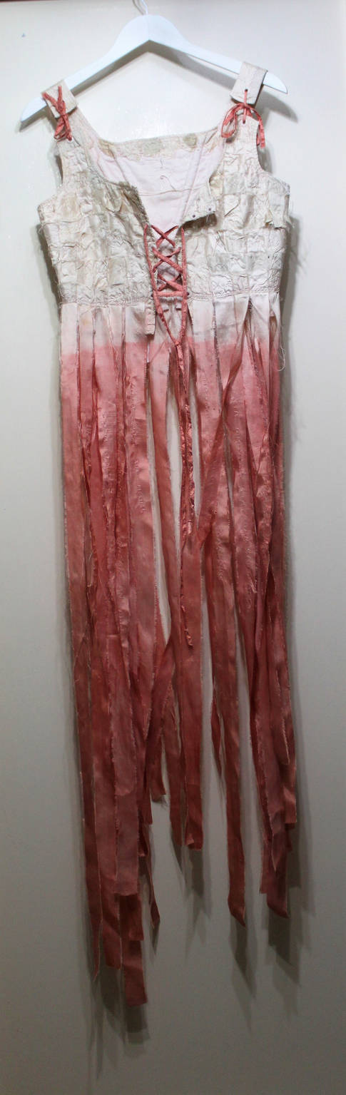 Ribinnean Riomach; silk, calico, madder root, wool; 130x45cm; Fiona Percy 2017