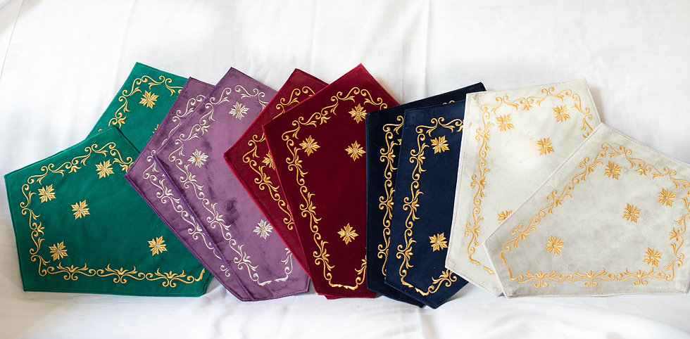 The set (complet) of velvet embroidered napkins for Crosses