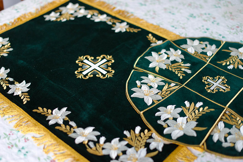Chalice covers veils, fully embroidered, dark green