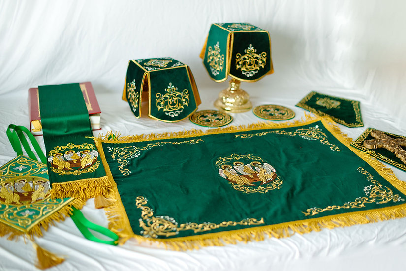 Green fully embroidered set of covers