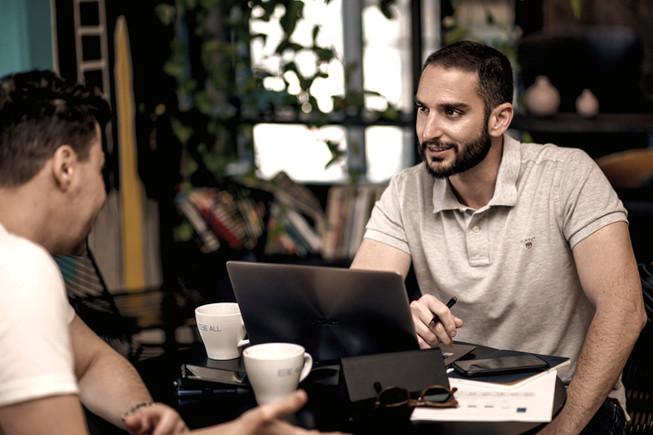 דביר בשן בפגישת אימון מנטאלי עם לקוח