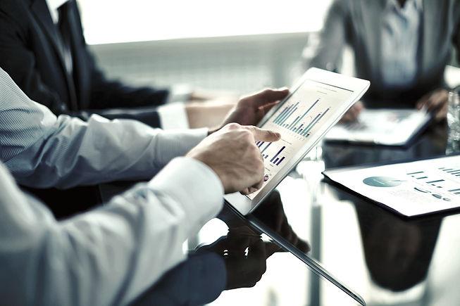 תמונה מפגישת ייעוץ כלכלי עם לקוח