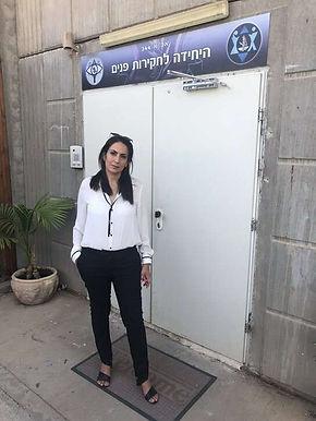 עו״ד צבאי לימור ברמלי בעת ייעוץ לשוטר צבאי בזמן חקירה ביחק״פ