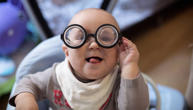 salud bebe, ojos, bizquear, cuidados e higiene, cuidados higiene, cuidados bebe, recién nacido, fotografo Zaragoza recien nacidos, fotografo newborn, ecobarriguitas, ecografia,