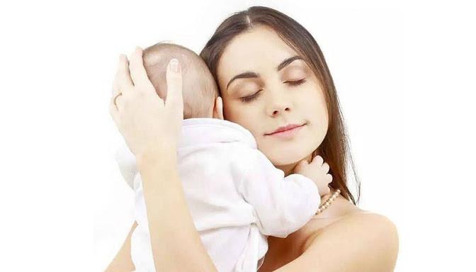 salud bebe, posición, brazos, pecho, cuidados higiene, cuidados bebe, recién nacido, fotografo Zaragoza recien nacidos, fotografo newborn, ecobarriguitas, ecografia,