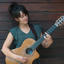 Fabienne et sa guitare.jpg